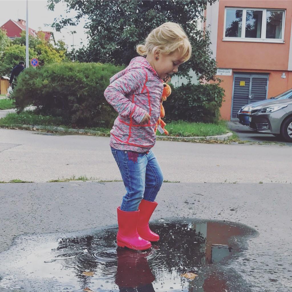 - Ellie 4 éves